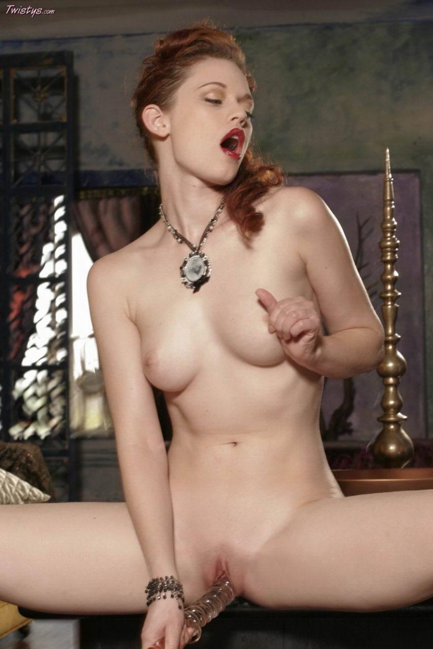 justine-joli-topless