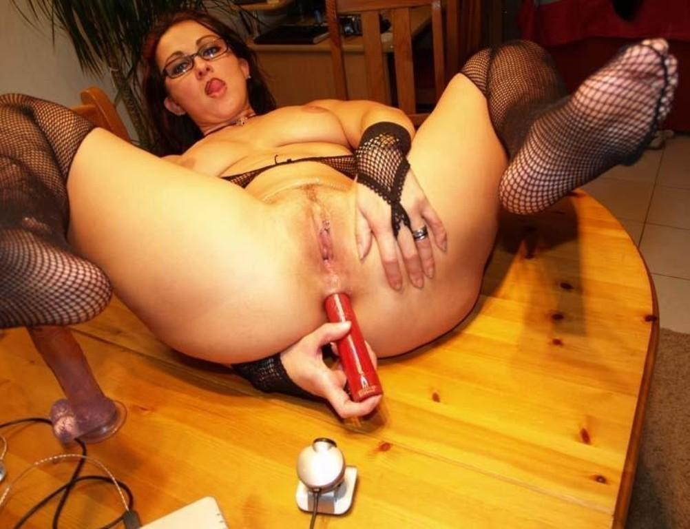 Sexy and horny milf plying around with her assortment of sex toys