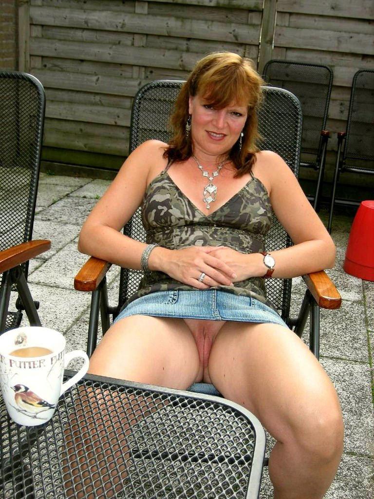 Ehefrau Mopse Upskirt Massage